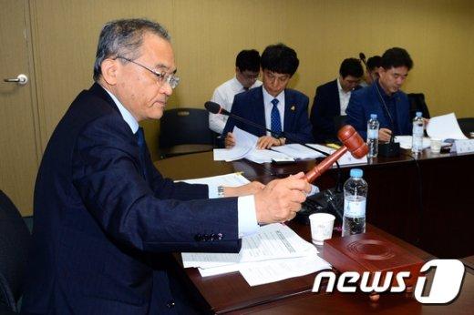 [사진]김창준 위원장, 세월호 선체조사위 전원위원회의 주재