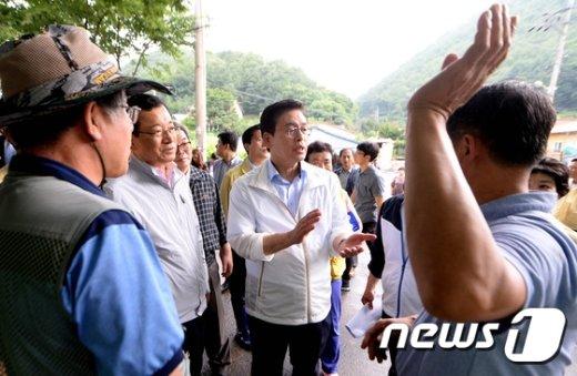 """[사진]정우택 """"재난지역 선포, 당에서 검토"""""""