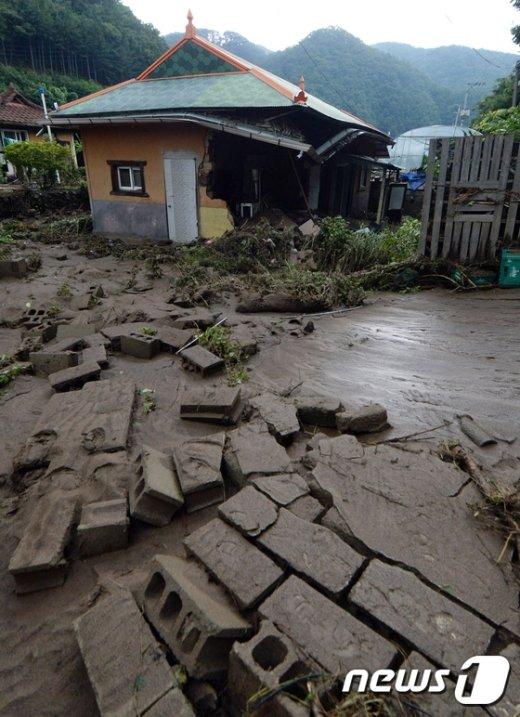 [사진]침수 피해에 극심한 파손 입은 집
