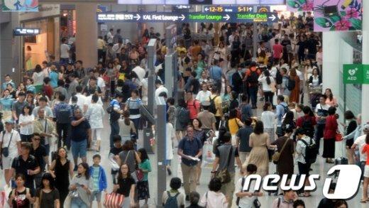 [사진]시작된 휴가...북적이는 인천공항