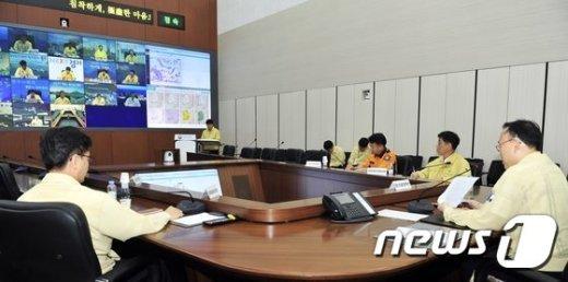 [사진]장마영향 집중호우 대비 긴급 대책영상회의