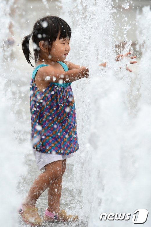 [사진]'더울 때는 물놀이가 최고'