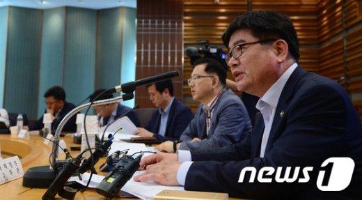 [사진]모두발언하는 김용진 차관