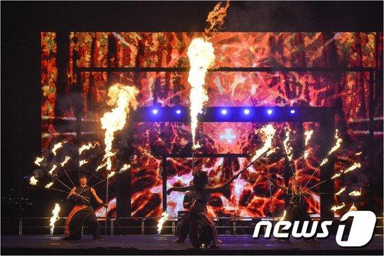 한강 파이어댄싱 페스티벌(서울시 제공)© News1