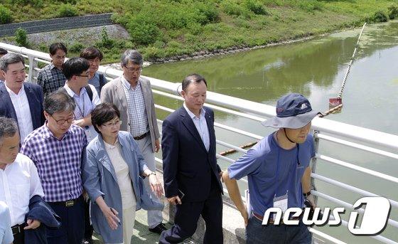 [사진]김은경 환경부장관 창녕함안보 점검