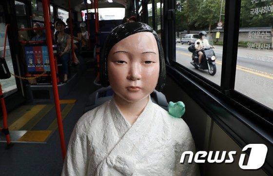 [사진]151번 버스 탄 소녀상
