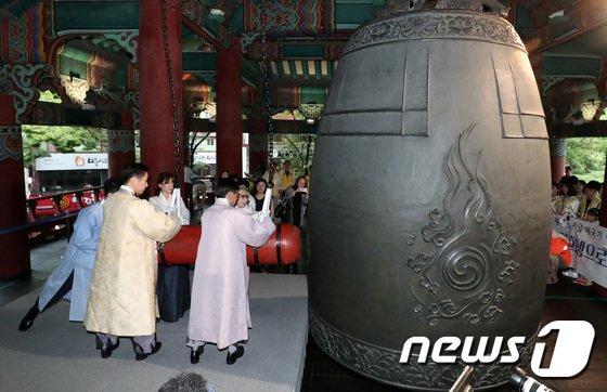 [사진]'광복의 정신을 깨우는 타종'