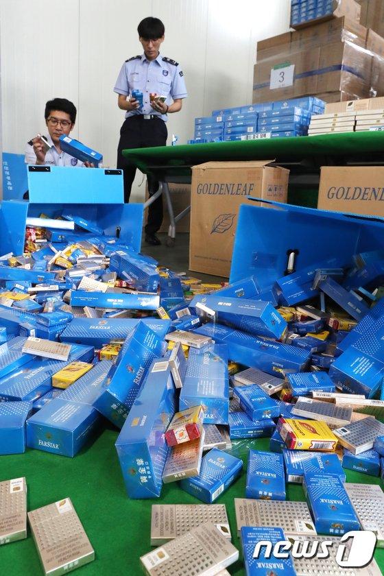 [사진]인천세관, 중국산 면세담배 34만갑 빼돌린 일당 검거