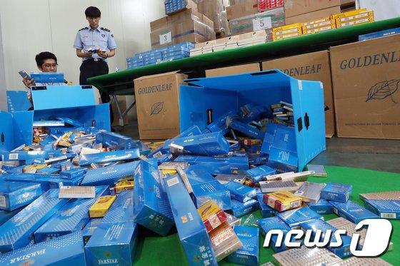 [사진]인천세관, 중국산 면세담배 34만갑 밀수한 일당 검거