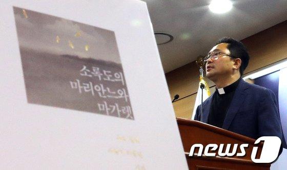 [사진]소록도의 마리안느와 마가렛 간호사 설명하는 김연준 신부
