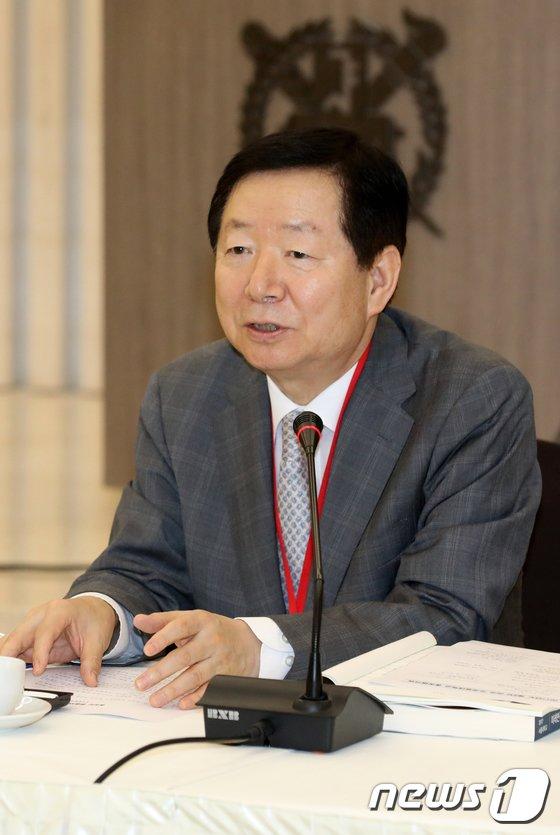 [사진]환영사하는 성낙인 총장