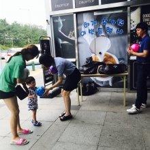 구리휴게소를 방문한 이용객에게 비치볼을 이벤트 증정품으로 나눠줬다./사진제공=구리(일산방향)휴게소