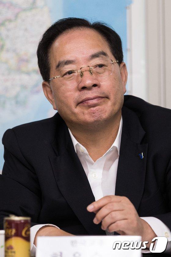 [사진]한국교총, '기간제 교사 정규직화 반대' 서명운동 시작