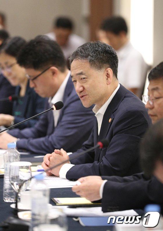 [사진]사회복지계 면담 인사말하는 박능후 장관
