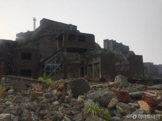 석탄 채굴 기지였던 군함도에서 사용된 석탄 채굴 시설./사진=남궁민 기자