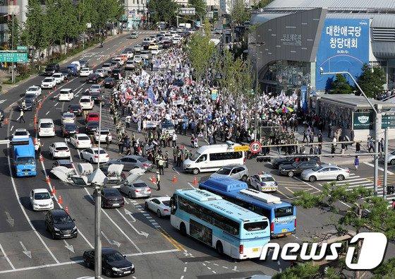 [사진]대한애국당 창당대회 및 행진, 퇴근시간 차량 정체