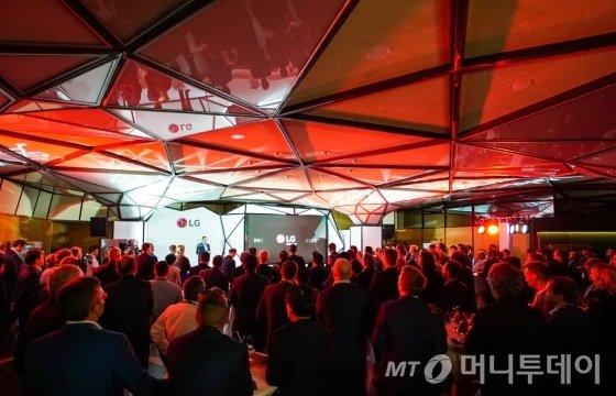 LG전자가 현지시간 4일 독일 베를린 IFA 전시장에서 유럽 주요 거래선 관계자 130여 명을 초청해 'LG 나이트(LG Night)' 행사를 열었다/사진제공=LG전자