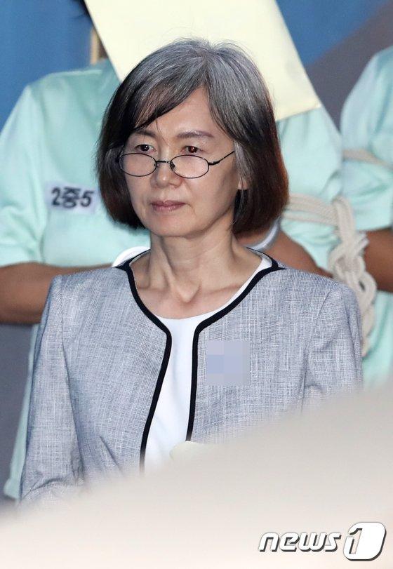 [사진]법정 향하는 최경희 전 이대총장