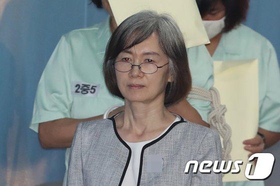 [사진]최경희 '굳은표정'