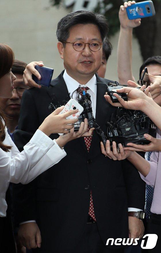 [사진]포토라인에 선 김장겸