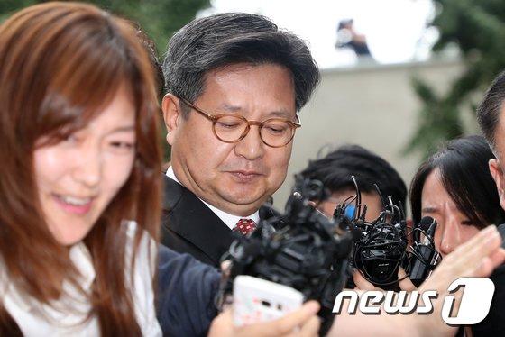[사진]김장겸 MBC사장 출석...'아수라장'