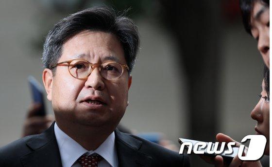 [사진]고용노동지청 자진 출석하는 김장겸