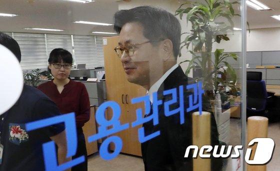 [사진]고용노동지청 들어서는 김장겸 MBC 사장