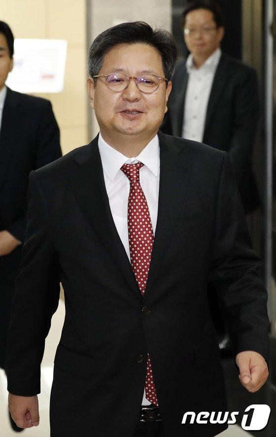 [사진]조사받으러 출석하는 김장겸 MBC 사장