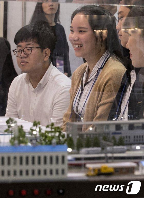 [사진]물류산업 채용박람회, '고등학생들도 취업 생각'
