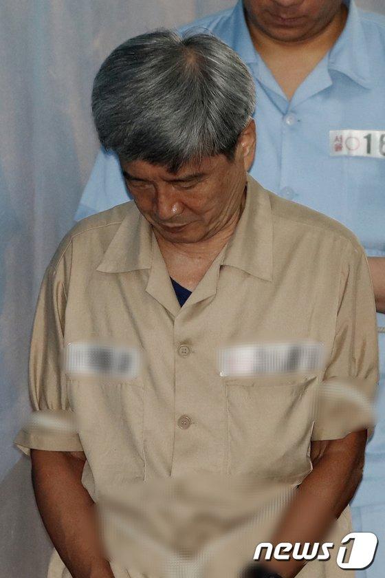 [사진]법정 향하는 남상태 전 대우조선해양 사장