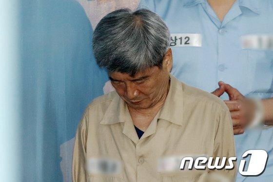[사진]법정 향하는 '대우조선해양 비리' 남상태 전 사장
