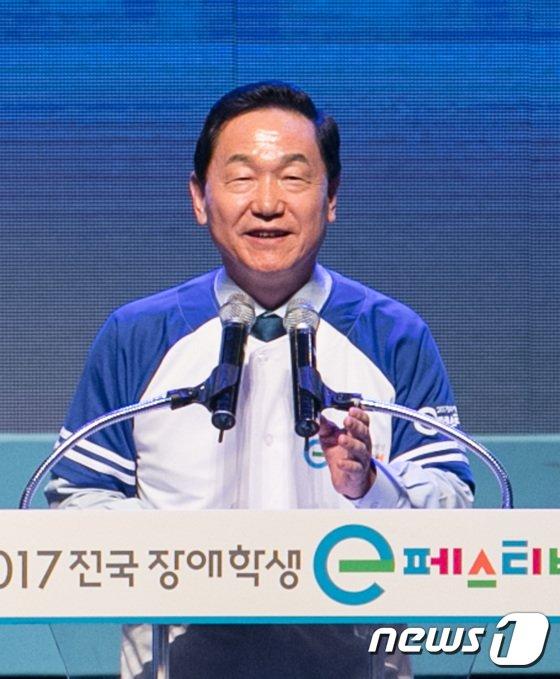 [사진]장애학생 e페스티벌 축사하는 김상곤 장관
