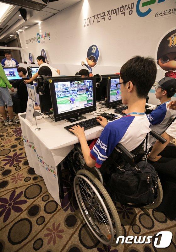 [사진]e스포츠 즐기는 장애학생들