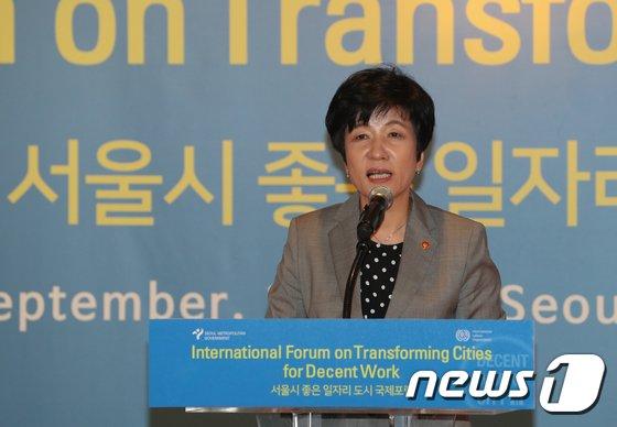 [사진]축사하는 김영주 장관