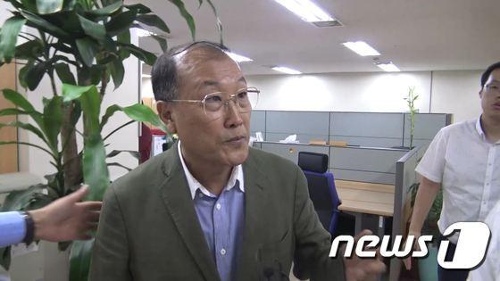 김재철 전 MBC 사장이 5일 부당노동행위 혐의에 대한 조사를 받기 위해 고용노동부 서울서부지청에 출석하고 있다.<br /> &#40;MBC 노조 제공&#41;&copy; News1