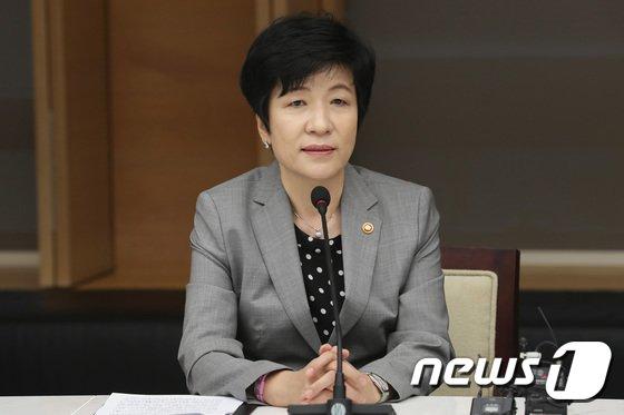 [사진]대한상공회의소 방문한 김영주 장관