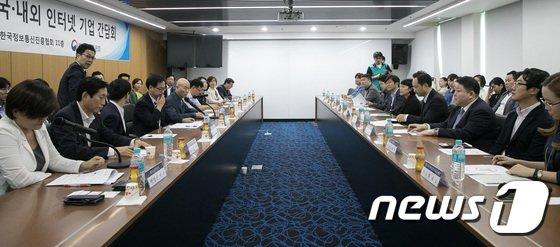 [사진]몰카 대책 마련, '한자리 모인 정부와 인터넷 기업들'