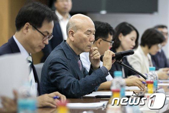 [사진]이효성 방통위 위원장 '몰카 등 불법영상물 차단 고심'