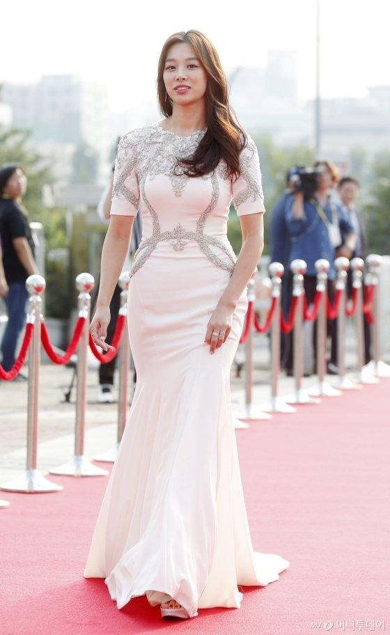 [★화보]'미니보단 길게, 여신들의 드레스 선택'