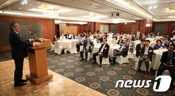 [사진]슈뢰더 전 독일 총리, 중견기업단체 초청 강연