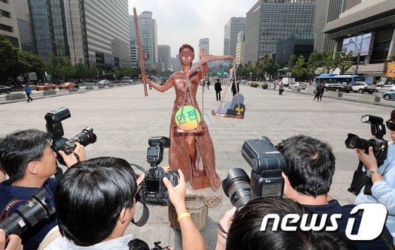 [사진]'안전의 여신상' 취재 열기 후끈'