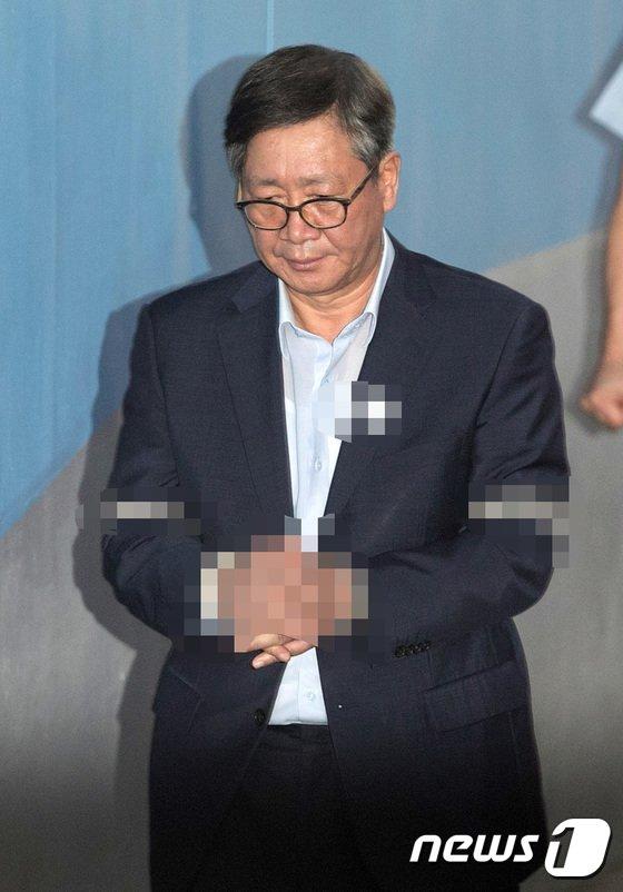 [사진]법정 향하는 홍완선