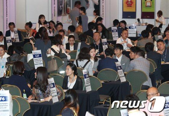 [사진]중국 바이어들 가득 찬 서울 국제 트래블 마트