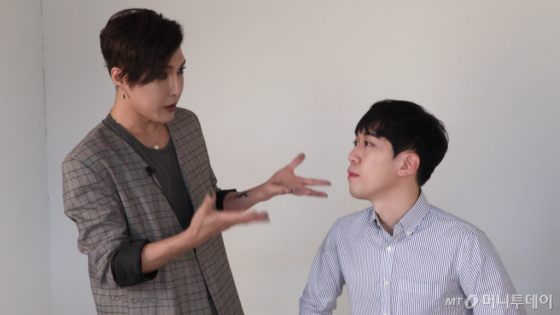 맨즈뷰티에 대해 설명하는 김기수(왼쪽) /사진=이상봉 기자