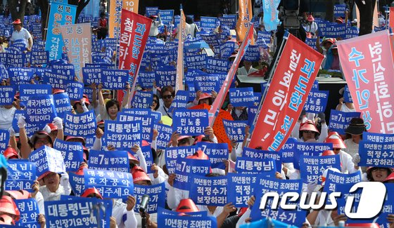 [사진]노인복지 공약이행 촉구하는 시민들