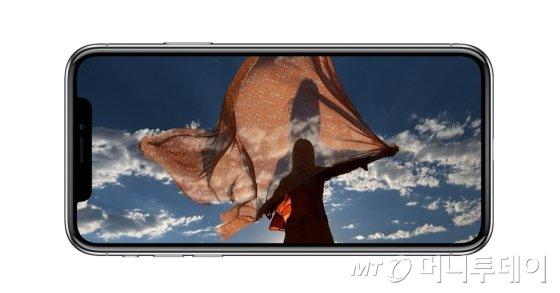 애플 '아이폰X'. /출처= 애플 홈페이지.
