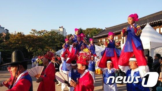 서울무형문화제 제40호 수표다리밟기(서울시 제공)© News1