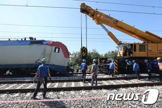 [사진]중앙선 열차 사고 현장 복구작업중