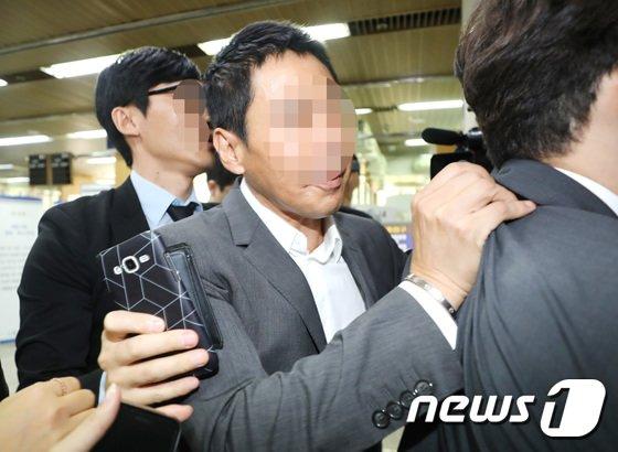 [사진]'급하게 법정 빠져나가는' 김정민 전 남친