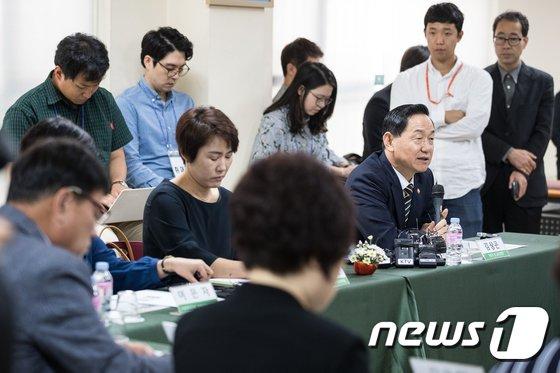 [사진]김상곤 부총리, 장애학생 학부모 등과 간담회